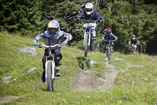 family guided mountain bike groups in the alps
